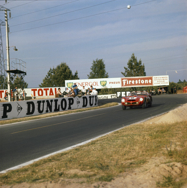 Le Mans, France. 23-24 June 1962. Olivier Gendebien/Phil Hill (Ferrari 330TRI/LM), 1st position, action. World Copyright: LAT Photographic Ref: 549