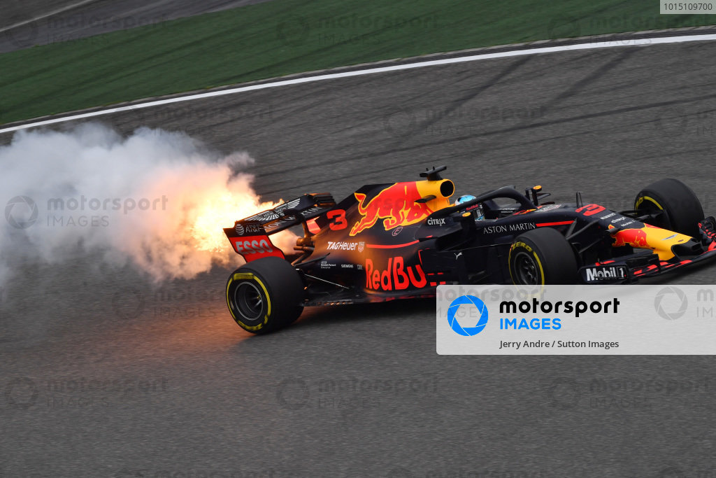 Daniel Ricciardo (AUS) Red Bull Racing RB14 with engine smoke and flames in FP3