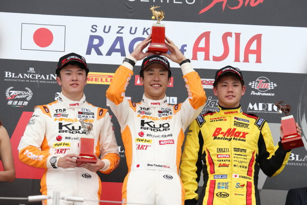 2017 Japanese Formula 3 Championship. Suzuka, Japan. 24th - 25th June 2017. Rd 10 & 11. Rd10 Winner Sho Tsuboi ( #1 Corolla Chukyo Kuo TOM?S F317 ) 2nd position Ritomo Miyata ( Corolla Chukyo Kuo TOM?S F314 ) 3rd position Mitsunori Takaboshi ( #23 B-MAX NDDP F3 ) podium portrait World Copyright: Masahide Kamio / LAT Images. Ref: 2017JF3_Rd10_04