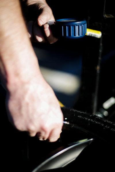 5-8 January, 2017, Daytona Beach, Florida USA Checking tire pressures ?2017, Barry Cantrell LAT Photo USA