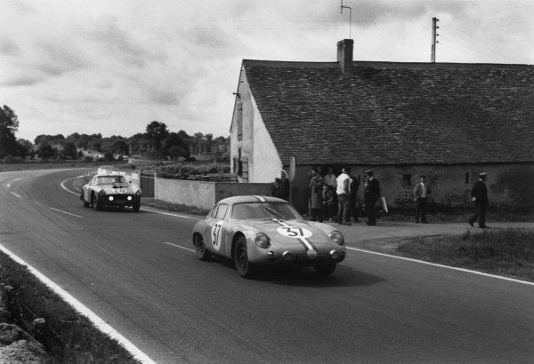 Le Mans, France. 10th - 11th June 1961.Robert Buchet/Pierre Monneret (Porsche 695 GS), retired, leads Bob Grossman/Andre Pilette (Ferrari 250 GT), 6th position, action. World Copyright: LAT Photographic.Ref:  9219N - 12A.