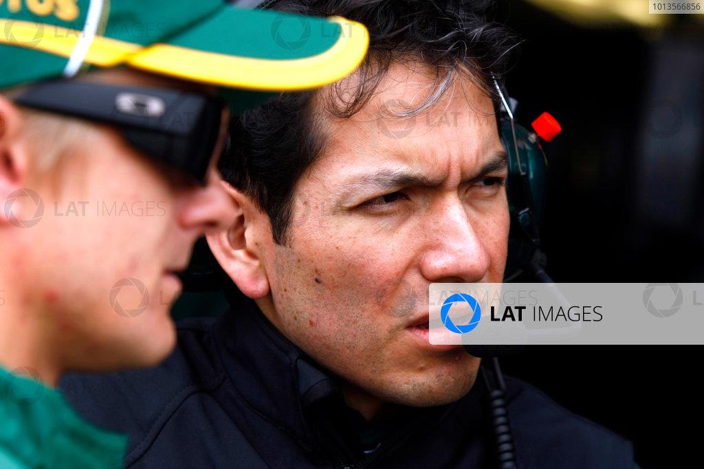 Albert Park, Melbourne, Australia25th March 2011.Heikki Kovalainen, Lotus T128 Renault, with his race engineer. Portrait. World Copyright: Charles Coates/LAT Photographicref: Digital Image _26Y6236