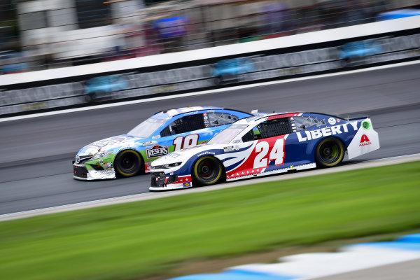 #24: William Byron, Hendrick Motorsports, Chevrolet Camaro Liberty University, #19: Martin Truex Jr., Joe Gibbs Racing, Toyota Camry Resers Fine Foods #LetsPicnic