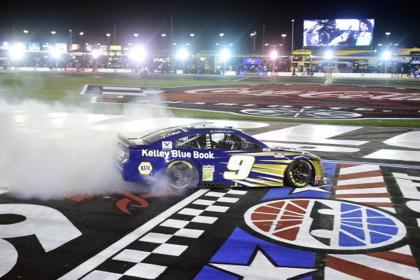 Race winner Chase Elliott, Hendrick Motorsports Chevrolet Kelley Blue Book celebrates  with a burnout Copyright: Jared C. Tilton/Getty Images