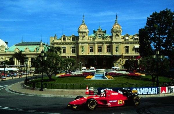 1994 Monaco Grand Prix.Monte Carlo, Monaco.12-15 May 1994.Jean Alesi (Ferrari 412T1) 5th position at Casino Square.World Copyright - LAT Photographic