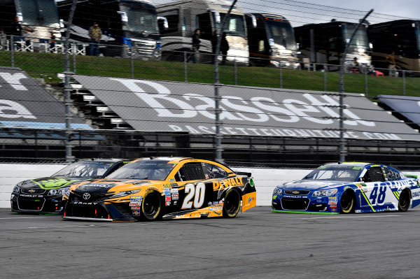 Monster Energy NASCAR Cup Series First Data 500 Martinsville Speedway, Martinsville VA USA Sunday 29 October 2017 Matt Kenseth, Joe Gibbs Racing, DEWALT Flexvolt Toyota Camry and Jimmie Johnson, Hendrick Motorsports, Lowe's Chevrolet SS World Copyright: Rusty Jarrett LAT Images