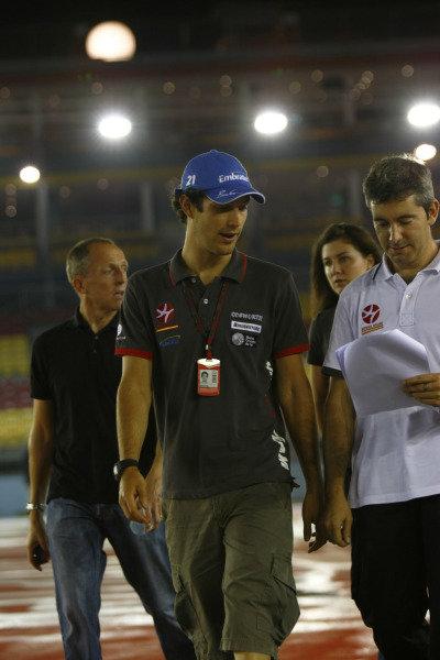 Marina Bay Circuit, Singapore.23rd September 2010.Bruno Senna, HRT F1 F110-02. Portrait. World Copyright: Charles Coates/LAT Photographicref: Digital Image _26Y4558