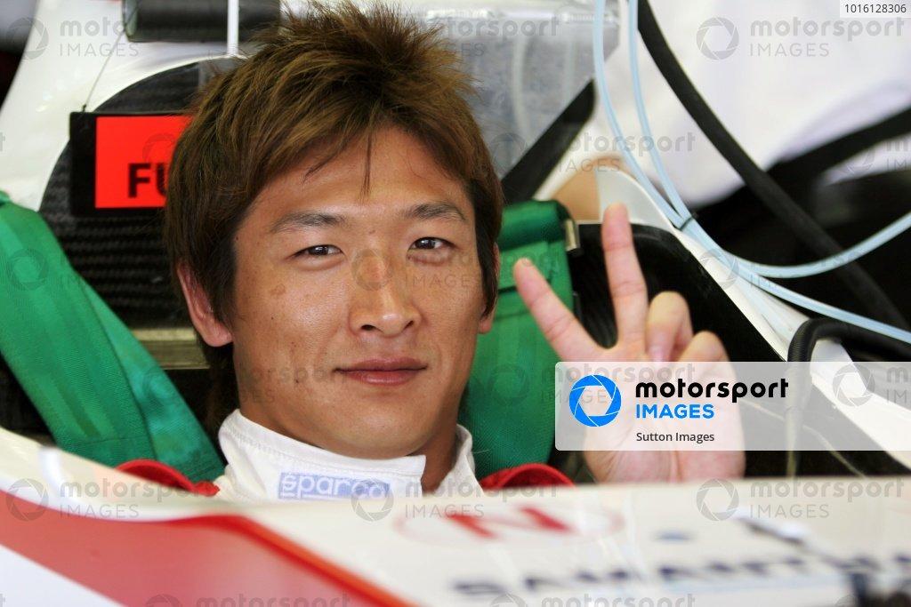 Yuji Ide (JPN) Super Aguri F1 SA05. Formula One World Championship, Rd 2, Malaysian Grand Prix, Preparations, Sepang, Malaysia, 16 March 2006.  DIGITAL IMAGE BEST IMAGE
