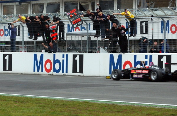 Gary Paffett (GBR), Team Rosberg, winner of the race on Saturday and 2002 champion being cheered by his team from the pitwall after crossing the finishing line. German Formula 3 Championship, Rd10, Hockenheim, Germany, 5-6 October 2002. DIGITAL IMAGE