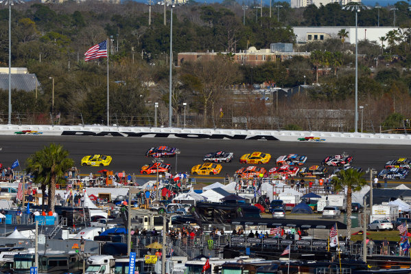 13-21 February, 2016, Daytona Beach, Florida USA Frame 1: Leader Matt Kenseth, Dollar General Toyota Camry throws a block on Denny Hamlin, FedEx Express Toyota Camry through turns 3 and 4 on the final lap. ?2016, F. Peirce Williams LAT Photo USA