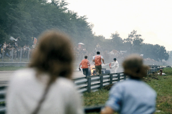 Monza, Italy.8-10 September 1972.Clay Regazzoni climbs out of his Ferrari 312B2 after it burst into flames after he came through the Roggia Chicane, action. World Copyright: LAT Photographic.Ref:  72ITA31.