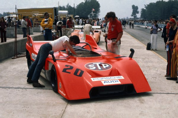 1971 Can-Am Challenge Cup.CanAm race. Watkins Glen, New York State, United States (USA). 25 July 1971.Jo Siffert (Porsche 917/10), 3rd position, in the pits.World Copyright: LAT PhotographicRef: 35mm transparency 71CANAM17