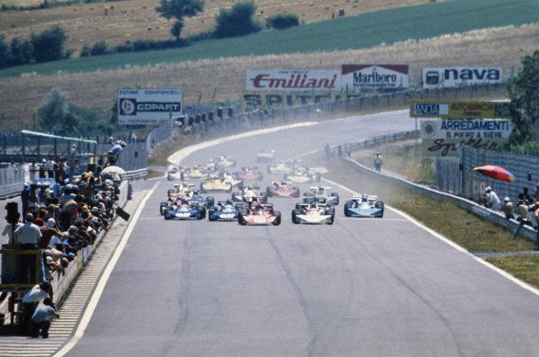 Diulio Truffo, Osella FA2 BMW, and Gianfranco Trombetti, March 742 BMW, lead the field at the start.