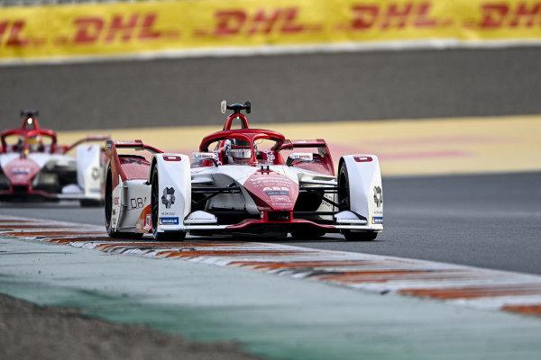 Nico Muller (CHE), Dragon Penske Autosport, Penske EV-5, leads Sergio Sette Camara (BRA), Dragon Penske Autosport, Penske EV-5