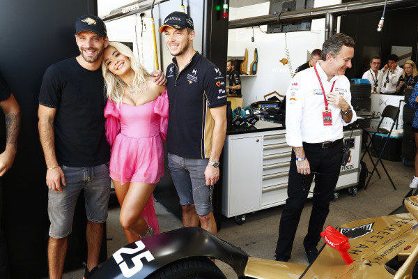 Singer Rita Ora with Jean-Eric Vergne (FRA), DS TECHEETAH and Andre Lotterer (DEU), DS TECHEETAH in the garage