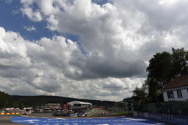 Antonio Giovinazzi, Alfa Romeo Racing C38, leads Alexander Albon, Red Bull RB15