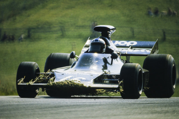 George Follmer, Shadow DN1 Ford, picks up extra weight and aerodynamic drag from running through the grass.