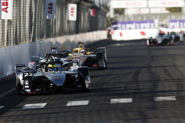 Oliver Rowland (GBR), Nissan e.Dams, Nissan IMO1, leads Edoardo Mortara (CHE) Venturi Formula E, Venturi VFE05