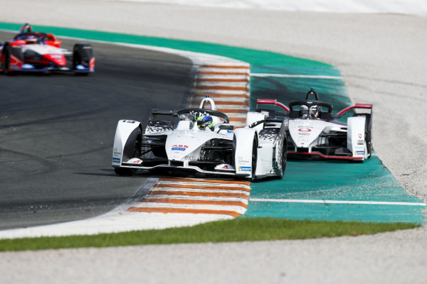Felipe Massa (BRA), Venturi, EQ Silver Arrow 01 leads Andre Lotterer (DEU), Tag Heuer Porsche, Porsche 99x Electric