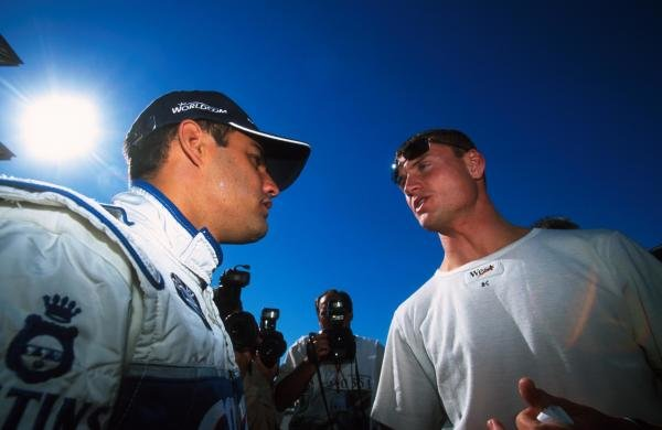 L-R: Juan Pablo Montoya(COL) Williams chats with David Coulthard (GBR) McLaren. USA Grand Prix, Indianapolis 30 September 2001 BEST IMAGE