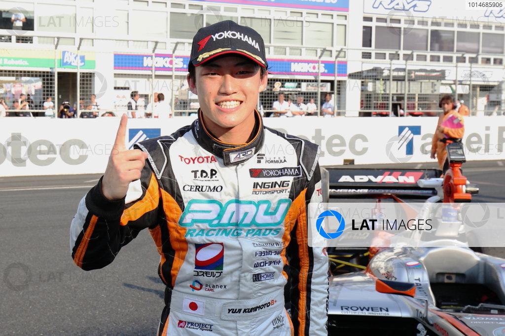2016 Japanese Super Formula. Okayama, Japan.  Sunday 11 September 2016. Rd 5. Race2 Winner Yuji Kunimoto  ( #2 P.MU/CERUMO · INGING SF14 ) parcferme portrait World Copyright: Yasushi Ishihara/LAT Photographic Ref : 2016SF_Rd5_R2_008