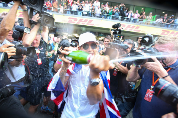Autodromo Hermanos Rodriguez, Mexico City, Mexico. Sunday 29 October 2017. Lewis Hamilton, Mercedes AMG, sprays Champagne at photographers in celebration of securing his 4th world drivers championship title. World Copyright: Charles Coates/LAT Images  ref: Digital Image DJ5R7714