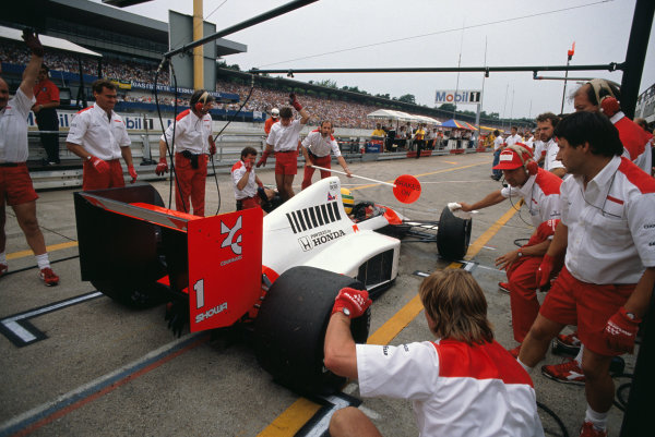 Hockenheim, Germany. 28th - 30th July 1989. Ayrton Senna (McLaren MP4/5-Honda), 1st position, Ron Dennis holds the lollipop board during a pit stop, action. World Copyright: LAT Photographic. Ref: 89GER05.