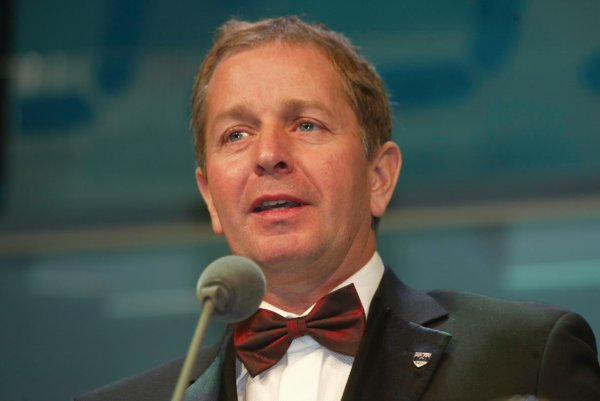2003 AUTOSPORT AWARDS, The Grosvenor, London. 7th December 2003.Martin Brundle received a gold medal from the BRDC.Photo: Peter Spinney/LAT PhotographicRef: Digital Image only