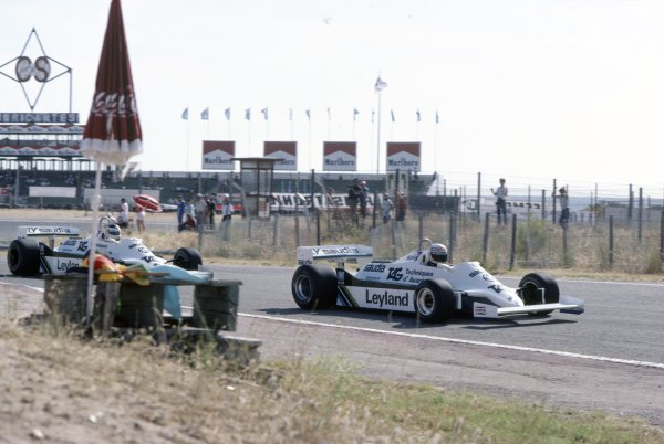 1981 Spanish Grand Prix.Jarama, Spain. 19-21 June 1981.Alan Jones leads Carlos Reutemann (both Williams FW07C-Ford Cosworth). They finished in 7th and 4th position respectively.World Copyright: LAT PhotographicRef: 35mm transparency 81ESP16