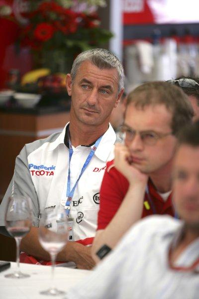 2006 British Grand Prix - Saturday Qualifying Silverstone, England. 8th - 11th June. Ian Rush in the Toyota Motorhome, portrait. World Copyright: Lorenzo Bellanca/LAT Photographic ref: Digital Image ZD2J3581