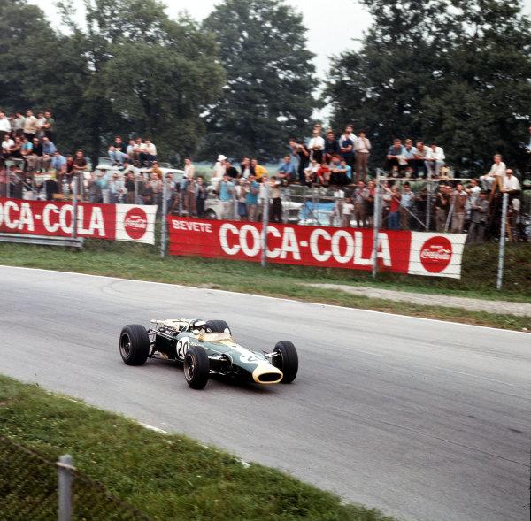 Monza, Italy. 2-4 September 1966.Jim Clark (Lotus 43 BRM) in practice.Ref-3/2363.World Copyright - LAT Photographic
