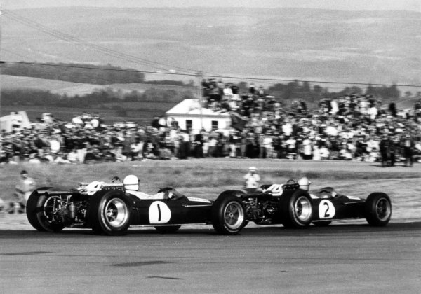 1967 South African Grand Prix.Kyalami, South Africa. 2 January 1967.Denny Hulme, Brabham BT20-Repco, 4th position, leads Jack Brabham, Brabham BT20-Repco, 6th position, action.World Copyright: LAT PhotographicRef: Autosport b&w print