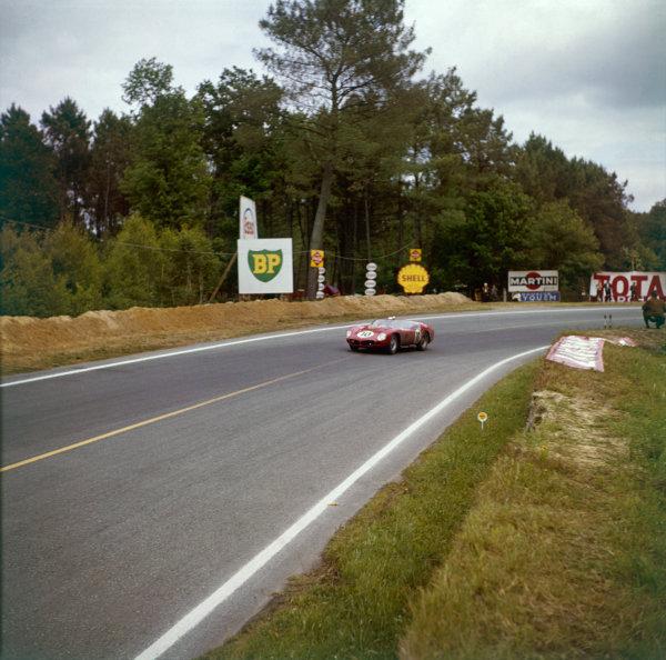 Le Mans, France. 10th - 11th June 1961.Olivier Gendenbien/Phil Hill (Ferrari TR61), 1st position, action.World Copyright: LAT PhotographicRef: 290