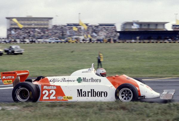 1981 Argentinian Grand Prix.Buenos Aires, Argentina.10-12 April 1981.Mario Andretti (Alfa Romeo 179C) 8th position.Ref-81ARG 12.World Copyright - LAT Photographic
