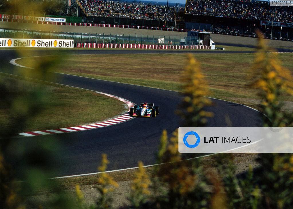 1995 Japanese Grand Prix.Suzuka, Japan.27-29 October 1995.Eddie Irvine (Jordan 195 Peugeot) 4th position.World Copyright - LAT Photographic
