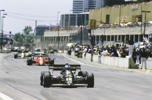 Nigel Mansell, Lotus 95T Renault, leads Michele Alboreto, Ferrari 126C4, and Eddie Cheever, Alfa Romeo 184T.