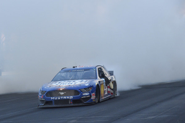 #4: Kevin Harvick, Stewart-Haas Racing, Ford Mustang Busch Light Patriotic celebrates his win