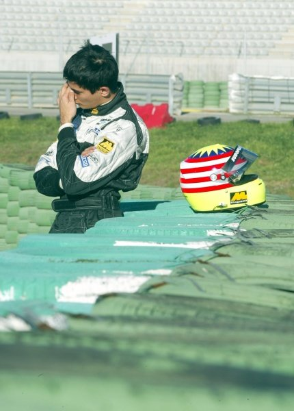 Alex Yoong (MAL) Minardi consoles himself after spinning in the new car.
