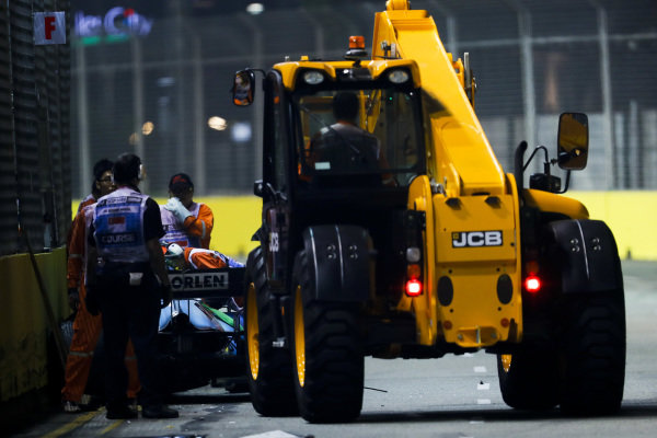 Car of George Russell, Williams Racing FW42 being recovered by marshals