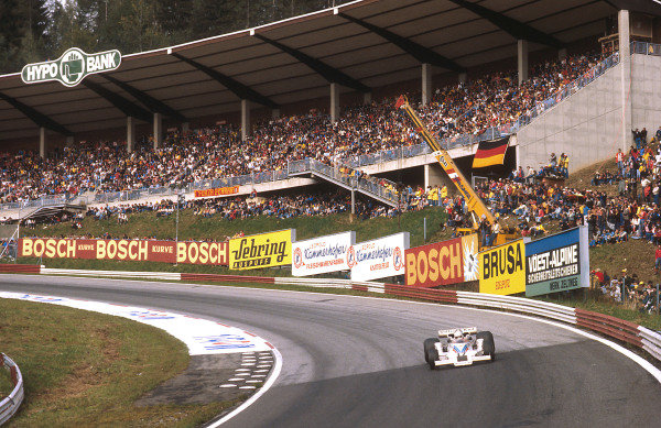 1977 Austrian Grand Prix.Osterreichring, Zeltweg, Austria.12-14 August 1977.Alan Jones (Shadow DN8 Ford) 1st position, takes his maiden Grand Prix win and the Shadow Racing Team's last.Ref-77 AUT 14.World Copyright - LAT Photographic