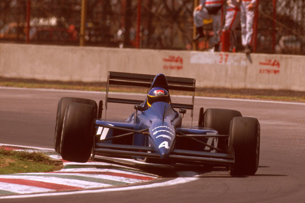 Mexico City, Mexico.26-28 May 1989.Michele Alboreto (Tyrrell 018 Ford) 3rd position.Ref-89 MEX 03.World Copyright - LAT Photographic