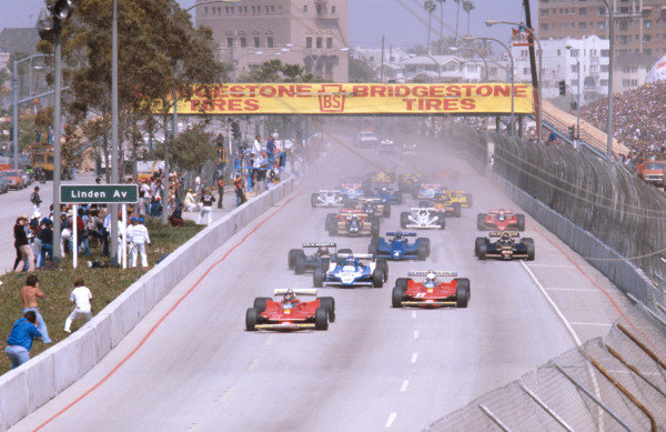 1979 United States Grand Prix West.Long Beach, California, USA.6-8 April 1979.Gilles Villeneuve leads teammate Jody Scheckter (both Ferrari 312T4's), Jacques Laffite (Ligier JS11 Ford), Mario Andretti (Lotus 79 Ford), Jean-Pierre Jarier (Tyrrell 009 Ford) and Carlos Reutemann (Lotus 79 Ford) down Shoreline Drive at the start.Ref-79 LB 03.World Copyright - LAT Photographic
