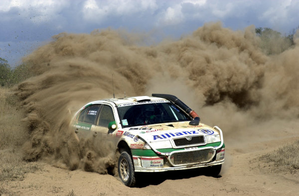 2001 World Rally Championship.Nairobi, Kenya. July 20-22, 2001Armin Schwarz kicks up the dust in section 6.Photo: Ralph Hardwick/LAT