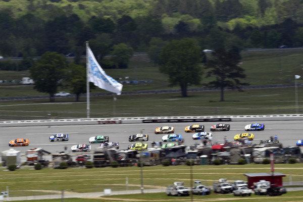 #22: Joey Logano, Team Penske, Ford Mustang Autotrader and #9: Chase Elliott, Hendrick Motorsports, Chevrolet Camaro NAPA Auto Parts