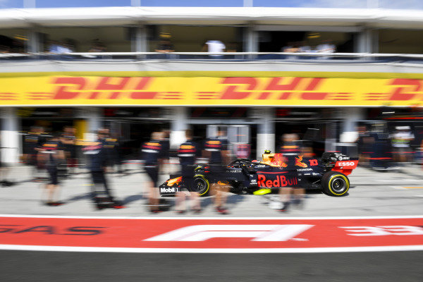 Pierre Gasly, Red Bull Racing RB15, makes a pit stop during Qualifying