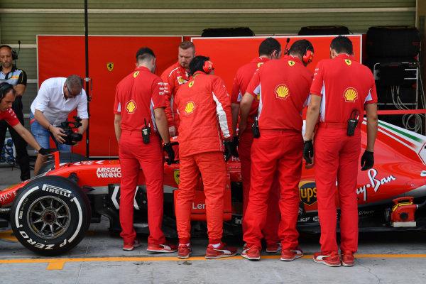 Charles Leclerc, Ferrari SF-71H and Ferrari mechanics