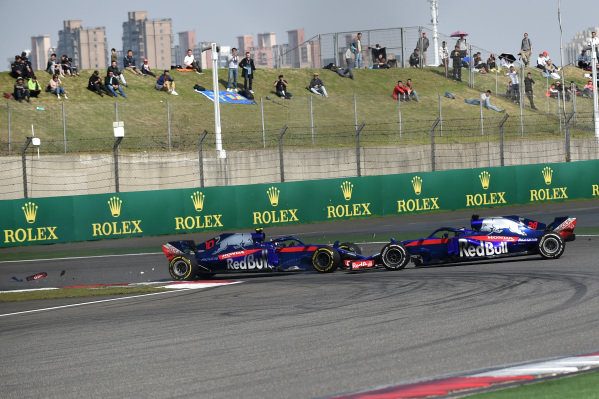 Pierre Gasly (FRA) Scuderia Toro Rosso STR13 and Brendon Hartley (NZL) Scuderia Toro Rosso STR13 collide