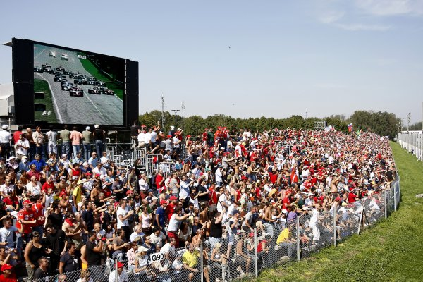 2007 Italian Grand PrixAutodromo di Monza, Monza, Italy.7th - 9th September 2007.Fans watch the start of the race from a grandstand.World Copyright: Lorenzo Bellanca/LAT Photographicref: Digital Image _64I6634