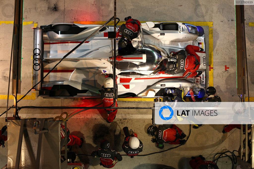 Circuit de La Sarthe, Le Mans, France. 13th - 17th June 2012. RaceAndre Lotterer/Marcel Fassler/Benoit Treluyer, Audi Sport Team Joest, No 1 Audi R18 E-Tron Quattro Hybrid, in the pits.Photo: Daniel Kalisz/LAT Photographic. ref: Digital Image IMG_9117