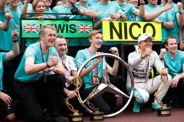 Monte Carlo, Monaco. Sunday 24 May 2015. Nico Rosberg, Mercedes AMG, 1st Position, celebrates victory with his team. World Copyright: Alastair Staley/LAT Photographic. ref: Digital Image _R6T2560